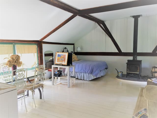 Large Studio in Private Guest Cottage - Pound Ridge - Guesthouse