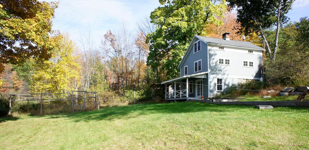 Modern farmhouse on 5 acres - High Falls - House