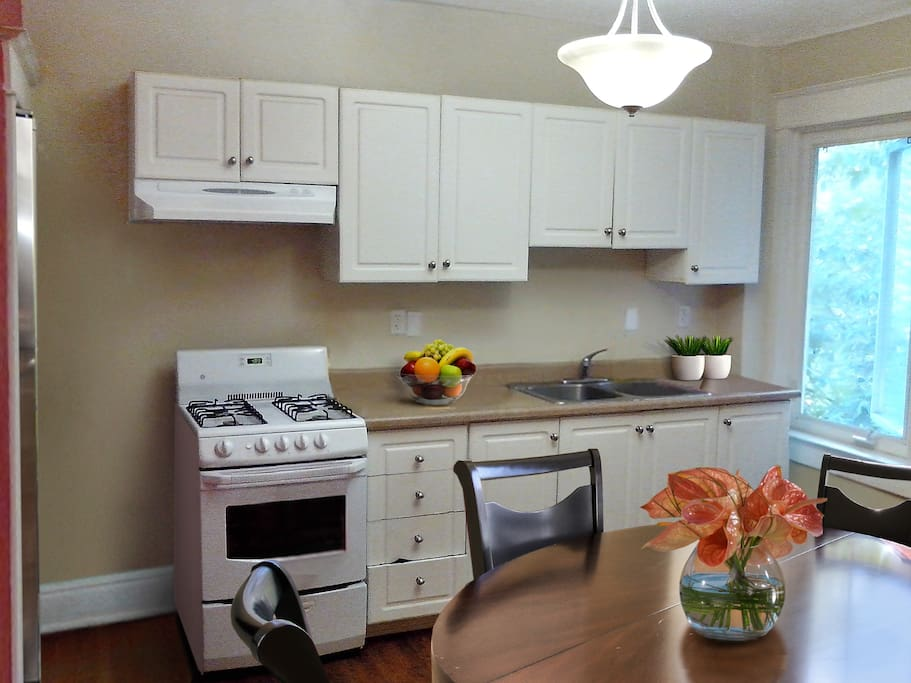 Spacious Kitchen to cook culinary delights with fresh/veg market in walking distance.