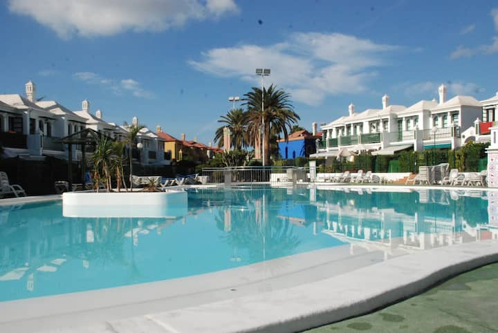 "Holiday Home ""Bungalow Dunaflor Verde Maspalomas"" with Wi-Fi, Balcony, Shared Terrace & Pool; Street Parking Available"