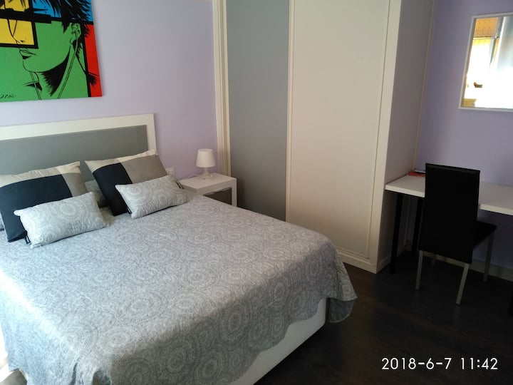 Private room in historical center Triana