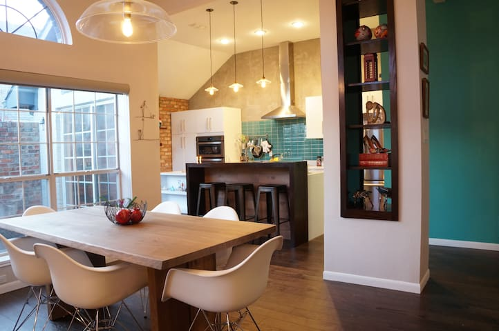 Comfortable and Modern Design House - Dallas - House