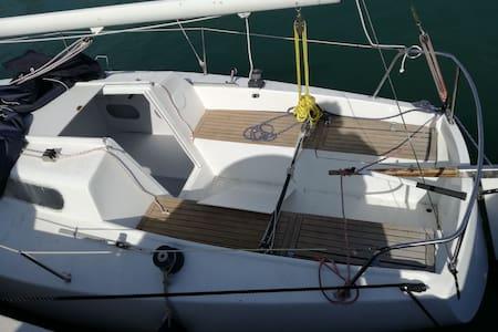 Asd offre ai soci vacanzasportiva con barca BIANCA