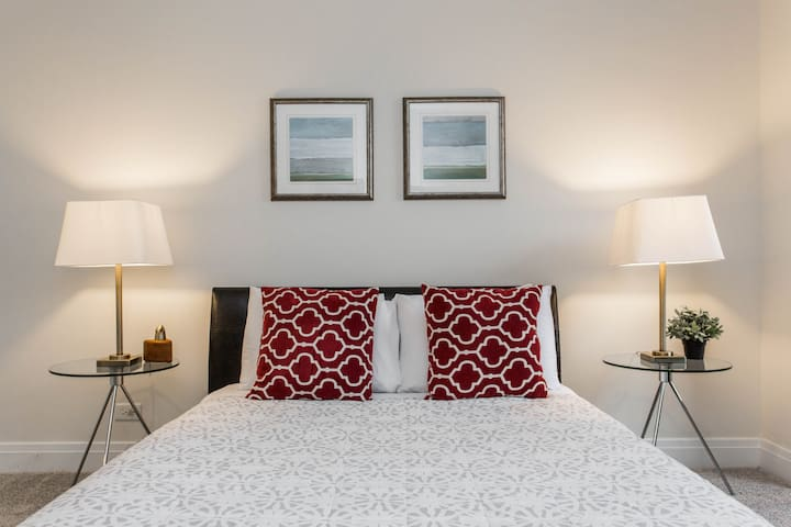 SuperHost Perfect Location DOWNTOWN | QUEEN BED |