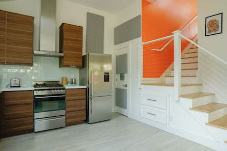 Modern apt steps to beach, trails & downtown HMB