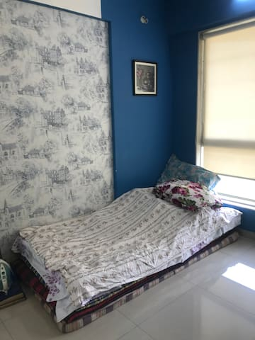 A private room in Cosy 2bhk in Powai