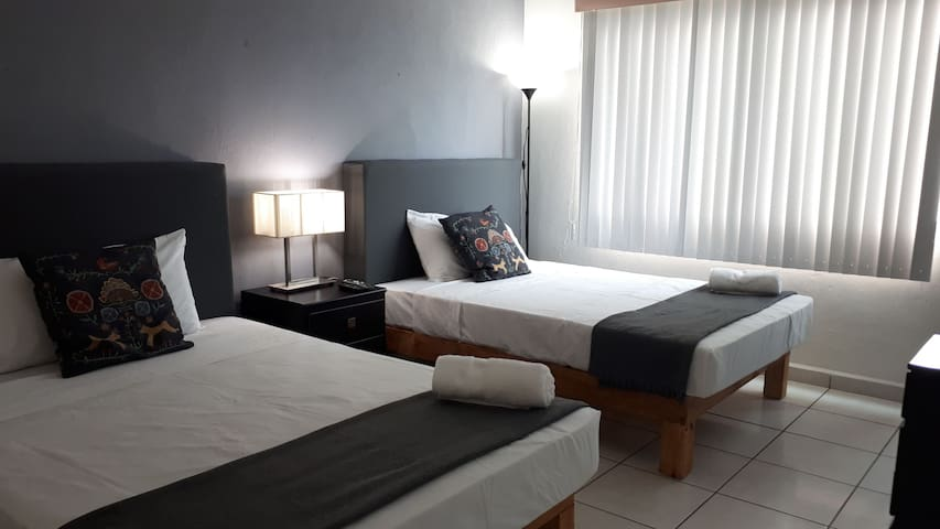 Doble Bed Malecon and Beach View Strong Wi-Fi
