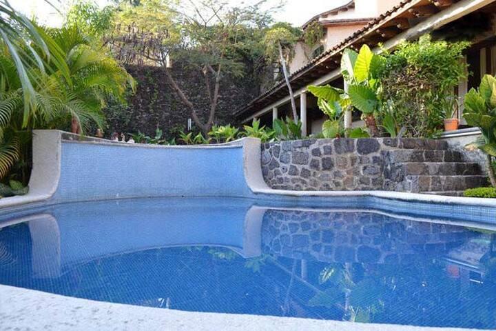 Departamento con alberca hermoso lugar - Cuernavaca - Apartment