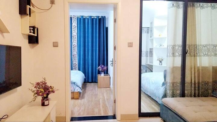 温馨浪漫两房(解放路万达影城莲湖广场对面的中建国际公寓)