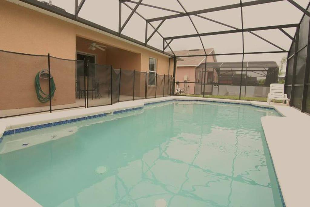 extra large pool with pool heat