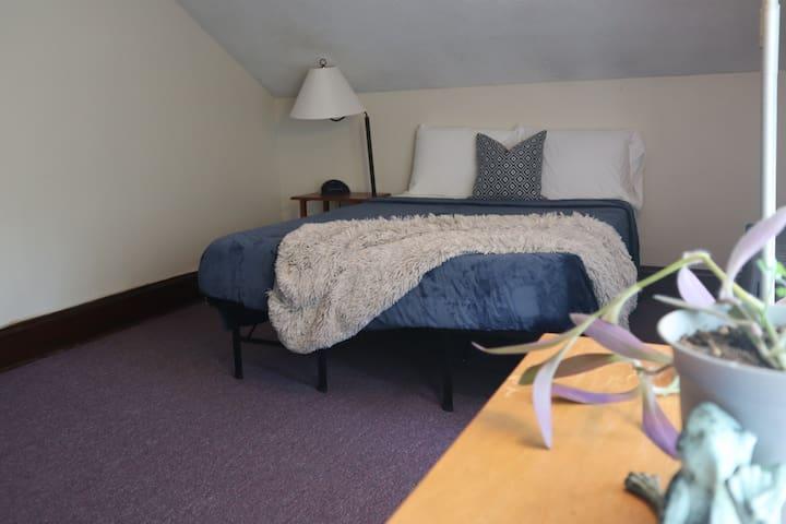 Lovely 3rd Floor Room