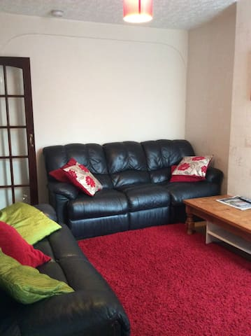 Cozy Haven Double RM 3 lovely spacious room - Bedford
