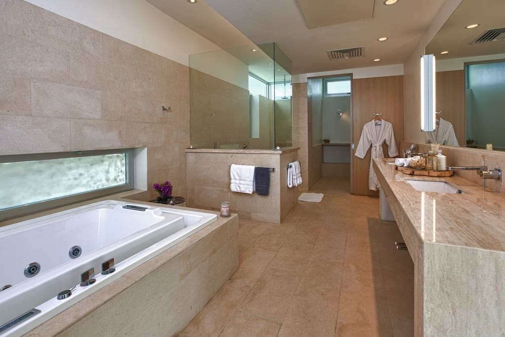South Villa ensuite bathroom