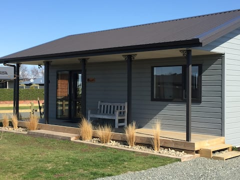 Rockwood Cottage - 5 star reviews, no cleaning fee
