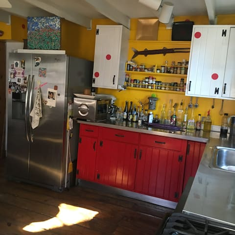 Bright, clean, well equiped kitchen