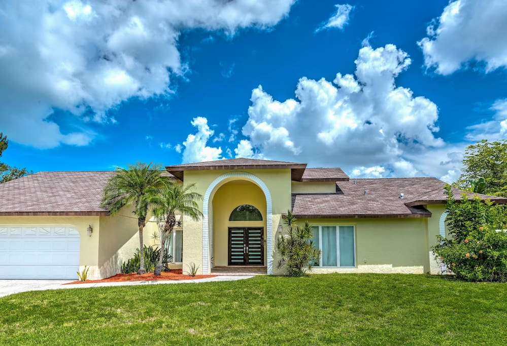 Experience the best of the Gulf Coast from this 4-bedroom, 3-bathroom Sarasota vacation rental house that comfortably sleeps 10!
