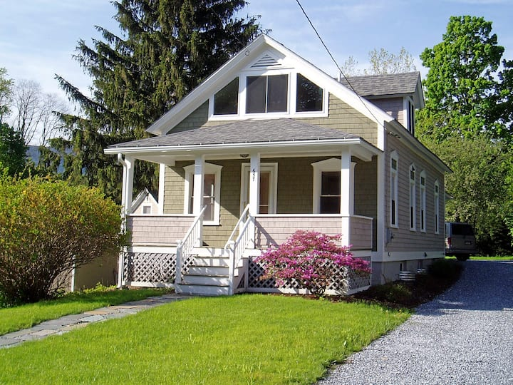 Charming Williamstown Cottage