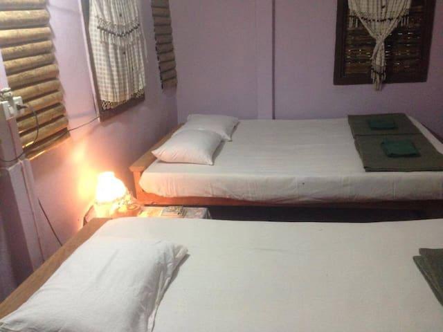 เฮือนบุรี โอมสเตย์ ลำพูน - Tambon Pratu Pa - Bed & Breakfast