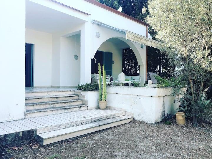 Villa con ampio giardino e discesa al mare