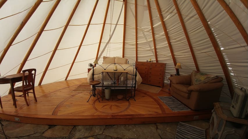Deluxe Tipi & Farm Experience