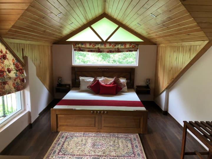 Tilsharit Greens - Pine Cottage - Attic Room