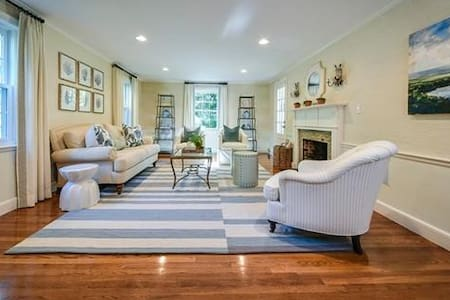 Beautiful Home in Central Wellesley - Wellesley - Talo
