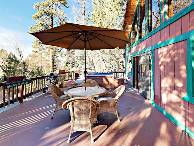 The Tree House: 4BR w/ Deck & Foosball - Near Skiing