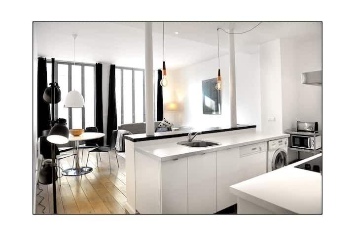 Nice loft with terrace near Canal Saint-Martin.
