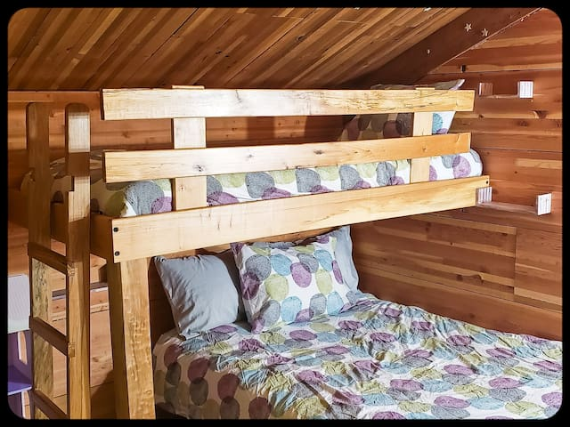 Bunk room bunk bed (Twin over a Full).