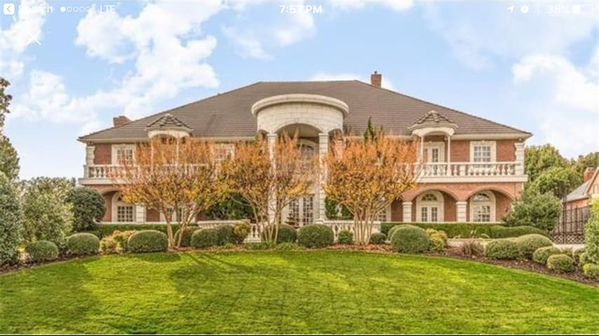 6 bedroom MANSION w/ an indoor pool and spa! - Colleyville - House