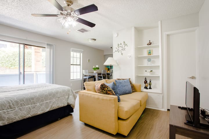 ❤️Military Discount! Studio w/Patio | South Austin
