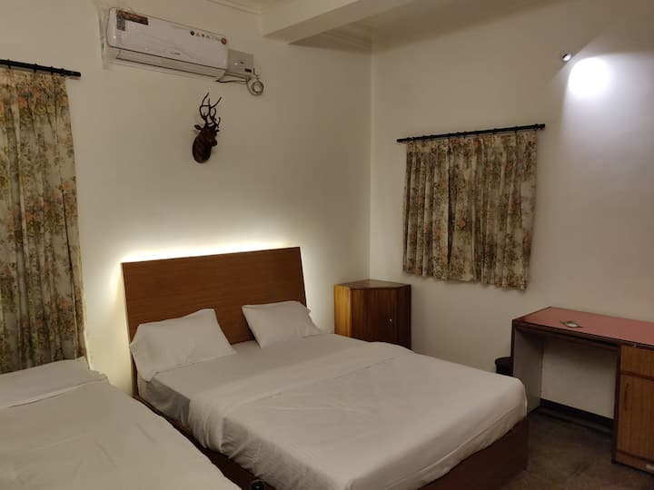 Twin room of Anurag inn