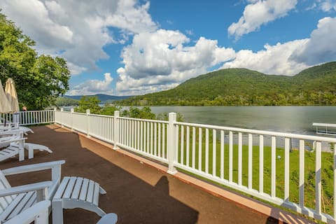 The Riverhouse - Vacation right on the Tennessee River!