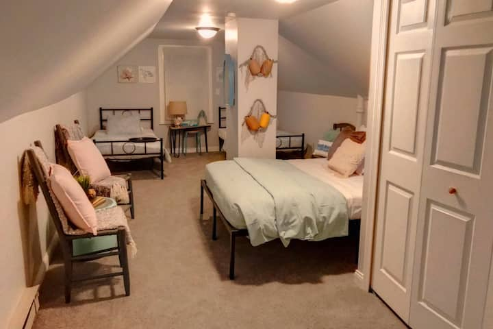 Private 2BR Suite| Queen Bed | Free Washer Dryer