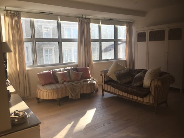 Luxurious Earls Court 1-Bed Oasis