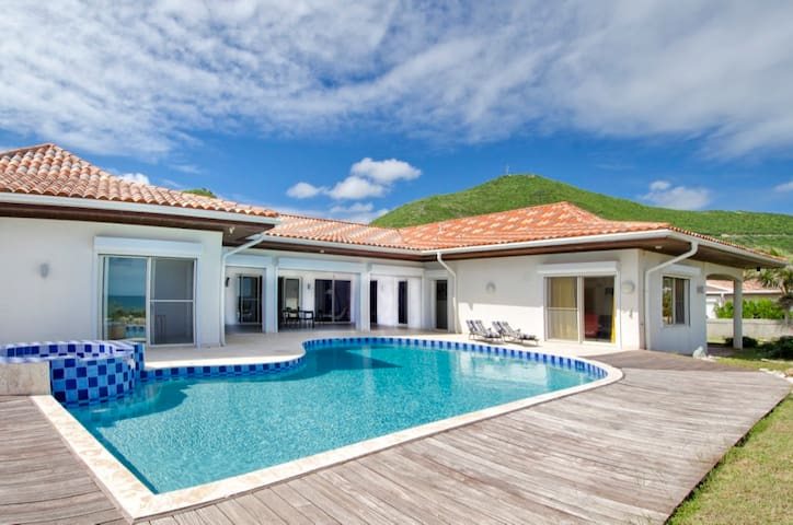 HIBISCUS 6 BR Beachfront Villa @ Guana Bay Beach