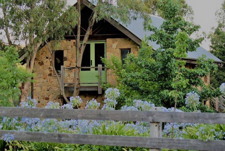 Sambar Studio Bed & Breakfast - Panton Hill
