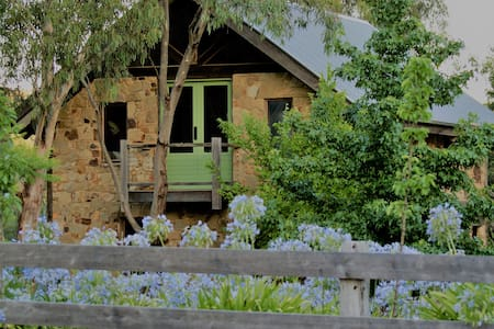 Sambar Studio Bed & Breakfast - Panton Hill - Guesthouse