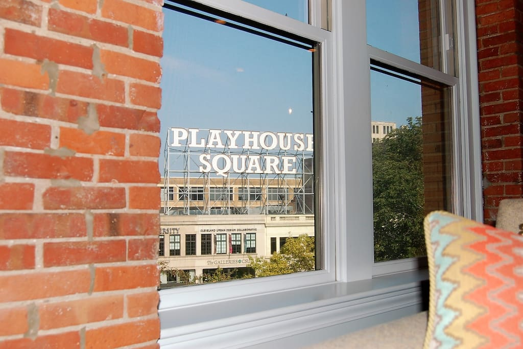 Breathtaking views of the renowned PlayHouse Square marquee sign