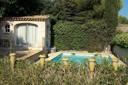 Petite chambre indépendante, vue mer pour 1 pers - Toulon - Villa