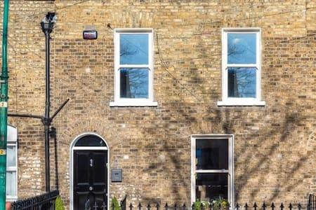 Lovely historic home near city centre