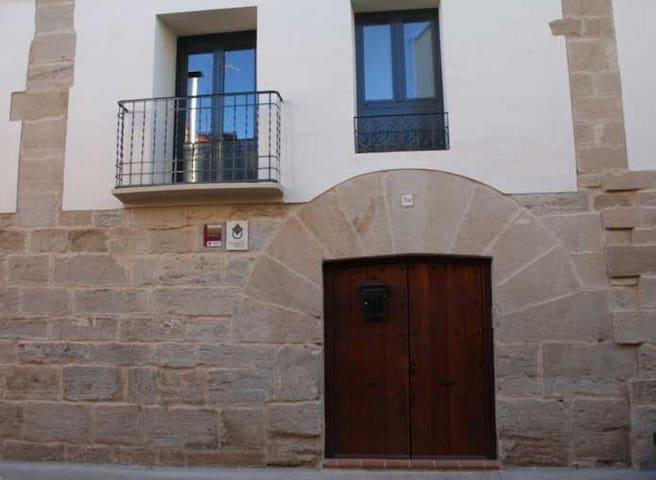 "Casa Abellanas (Apiés) apart. ""Danzantes de Apiés"""