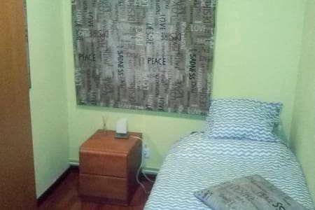 Single room 15 minutes from Barcelona - La Llagosta - Inny