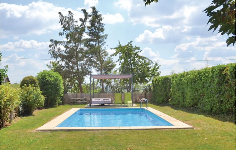 Holiday apartment with 1 bedroom on 44m² in Martigne Briand