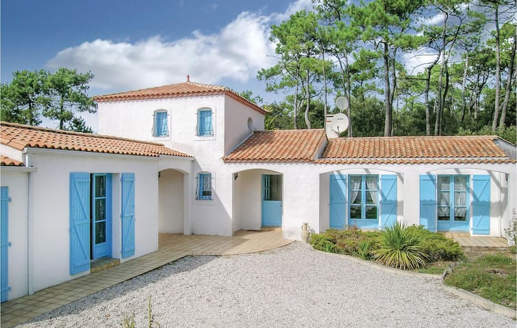 Holiday cottage with 2 bedrooms on 90m² in La Tranche sur Mer