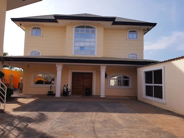 Country Gold Resort - Front House RM #4