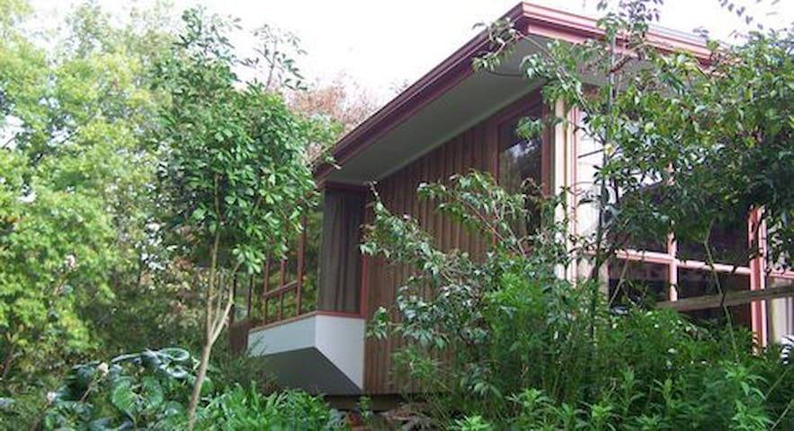 Woodland Cottage, Quiet and Secluded Accommodation