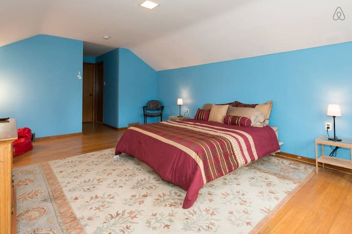 Private 2nd Floor, 2 Bedroom Suite with Full Bath