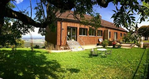 L'HIRONDELLE Chambres d'hôtes L'Oiselière SA : -