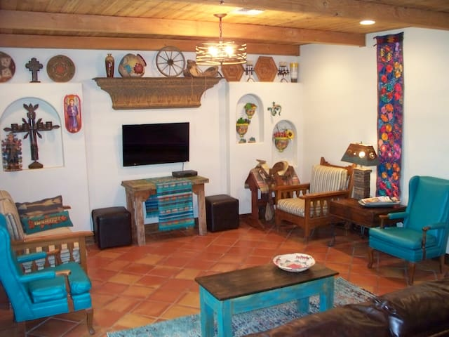 Casa Santa Fe/New Rustic Luxury/Full Home/Cantina